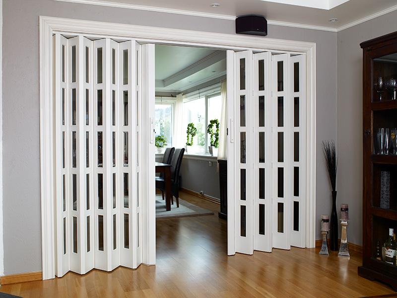 Foldedør Saxi Eksklusiv brukt mellom stue og kjøkken