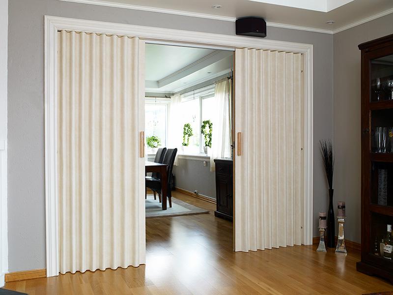 Foldedør Saxi Classic brukt mellom stue og kjøkken